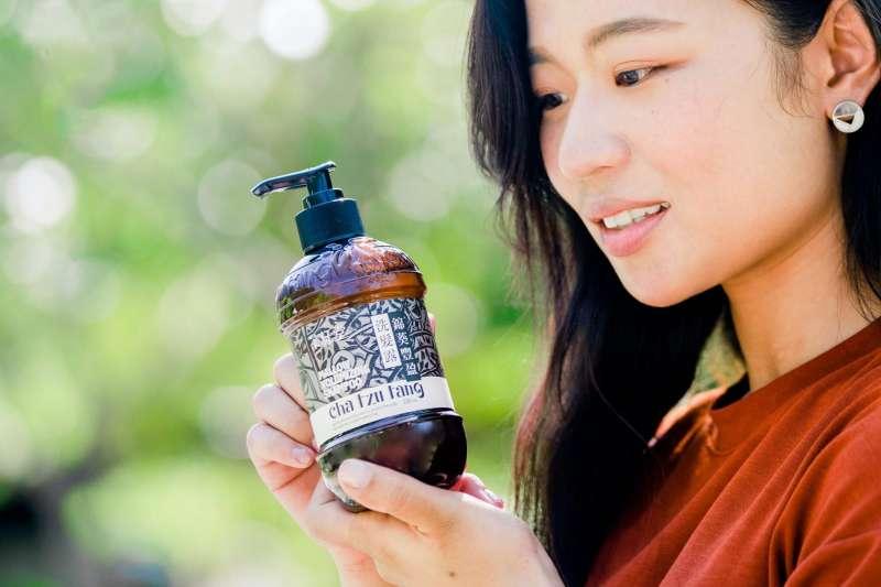 茶籽堂嚴選臺灣在地植萃,以土地原生的力量,推出夏日髮品。(圖/茶籽堂提供)