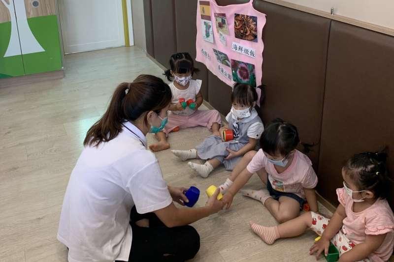 彰化縣府對於育兒場所降級不解封,轄內私立托嬰中心、早療機構、親子館及兒少中心27日起有條件開放。(圖/彰化縣政府提供)