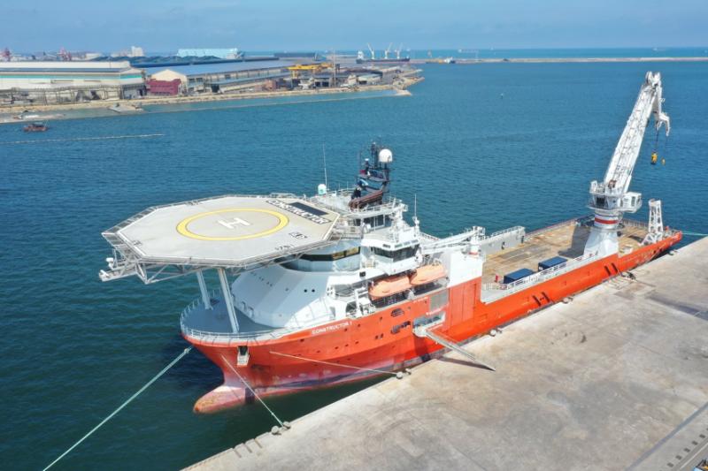 宏華營造所持有首艘台灣大型工程船 (東方建設者)。(圖/潘品伸)