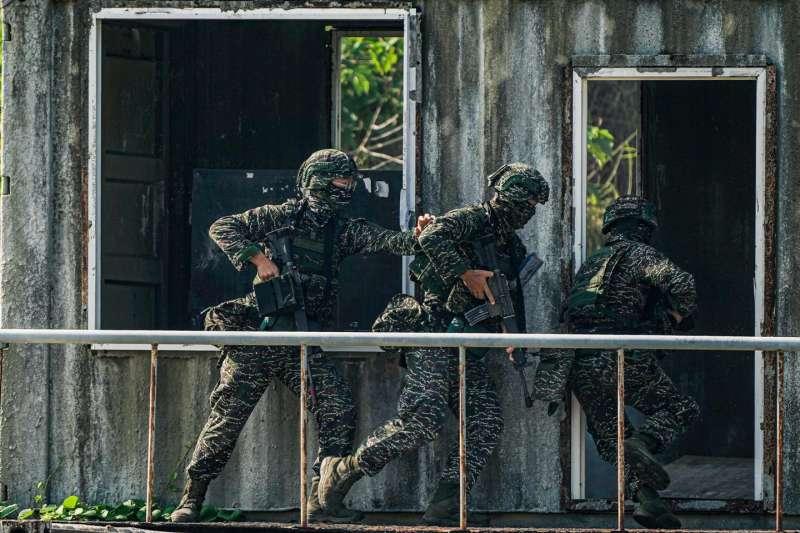 20210726-操作CQB的陸戰隊官兵。(取自中華民國海軍臉書)