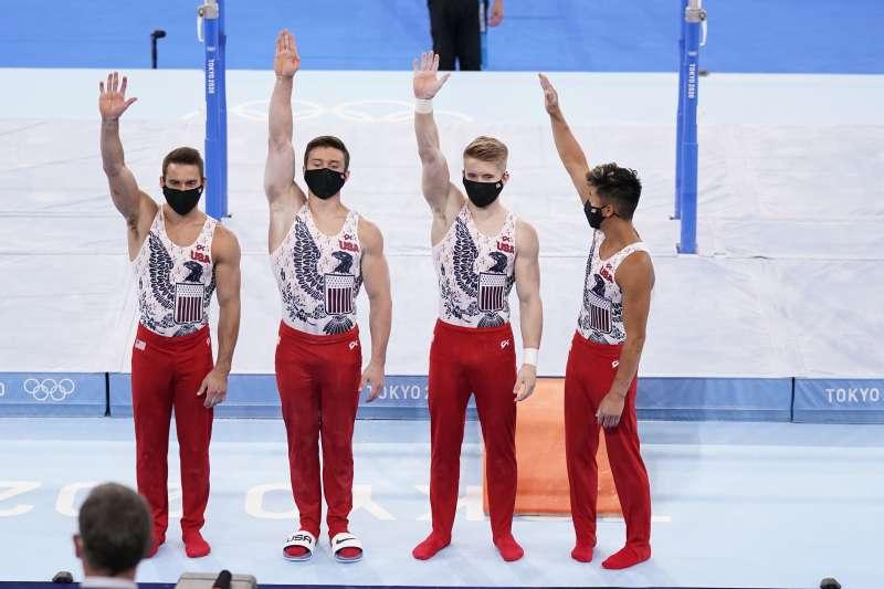 2021日本東京奧運:男子競技體操3個項目是穿長褲,圖為美國隊選手(AP)