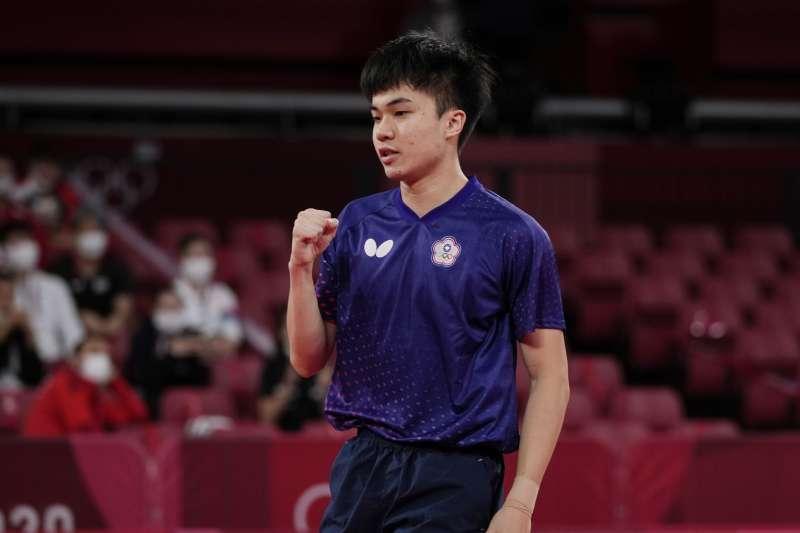 台灣代表隊桌球男單選手林昀儒今(28)日以4比1擊敗瑞典選手卡爾貝里(Anton Kaellberg)(圖/AP)