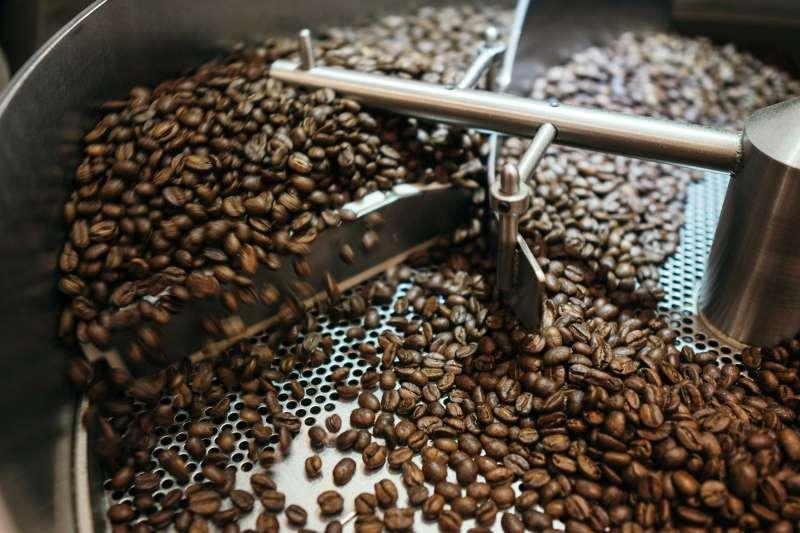 英國金融時報7月7日報導,紐約交易的阿拉比卡優質咖啡生豆期貨,6月初曾逼近每磅1.7美元、創4年半以來新高,較一年之前飆漲近70%。((圖/unsplash)