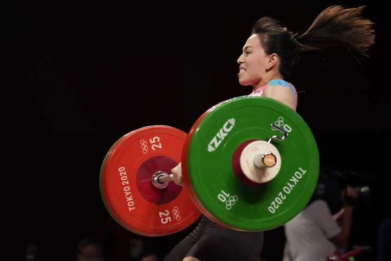 2021年7月27日,東京奧運,台灣代表隊舉重女子59公斤量級選手郭婞淳出賽(AP)