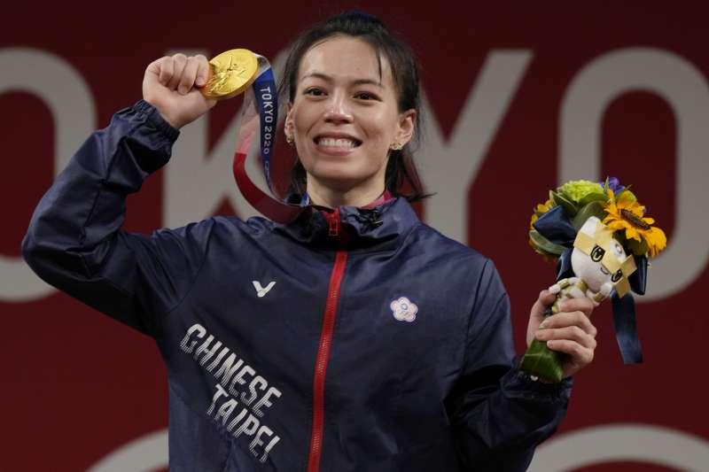 在這個浮躁之夏,舉重女神郭婞淳帶給了我們奧運金牌的榮耀,也帶給來了其低調、樸素、單純的無私信念。(AP)