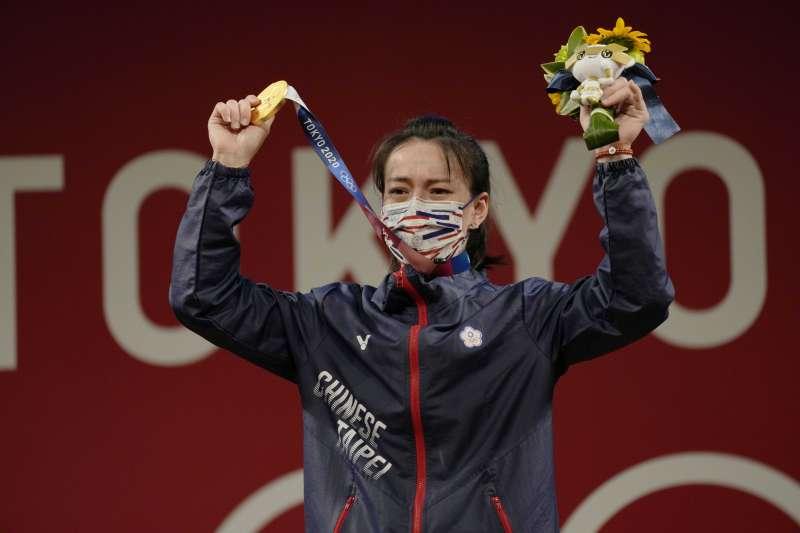 台灣「舉重女神」郭婞淳在東京奧運女子59公斤級,奪得中華隊本屆奧運第一面金牌。不過有網友好奇「為何郭婞淳的代言廣告似乎不多?」(AP)