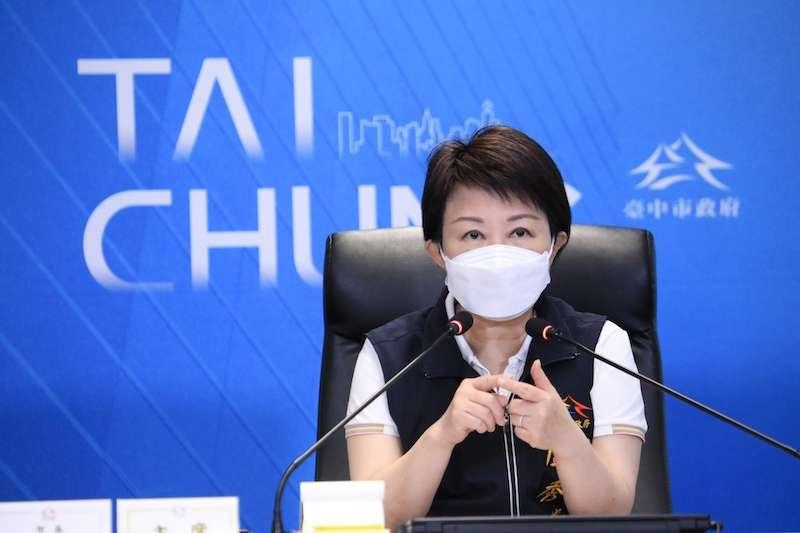 二級警戒首日,盧秀燕呼籲市民勿因降級而鬆懈,應共同遵守防疫規定。(圖/台中市政府提供)