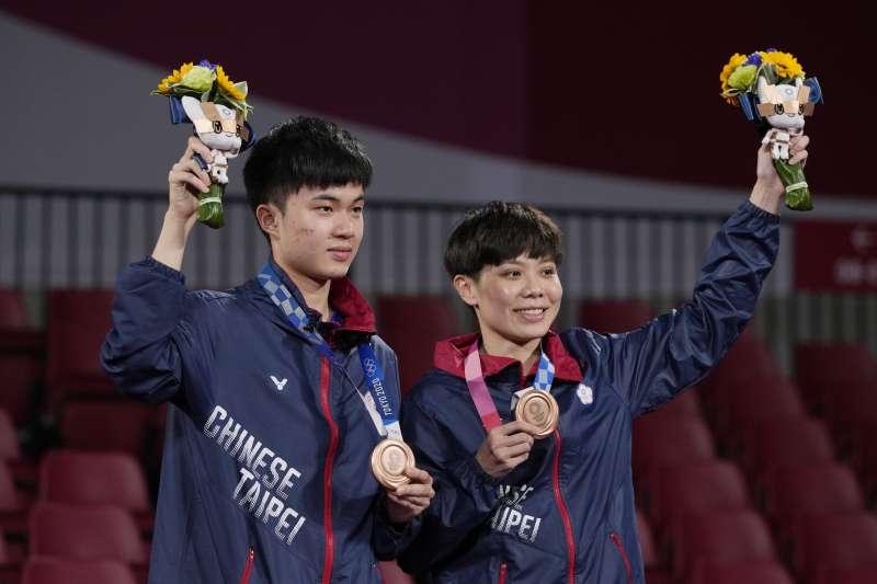 2021年7月26日,東京奧運,台灣代表隊桌球混雙選手林昀儒、鄭怡靜勇奪銅牌(AP)