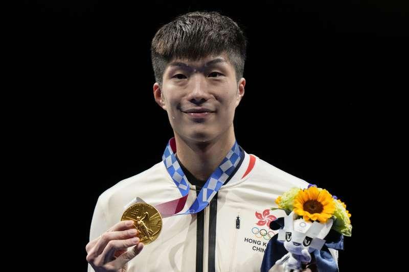 2021年7月24日,香港擊劍選手張家朗贏得東京奧運金牌(AP)