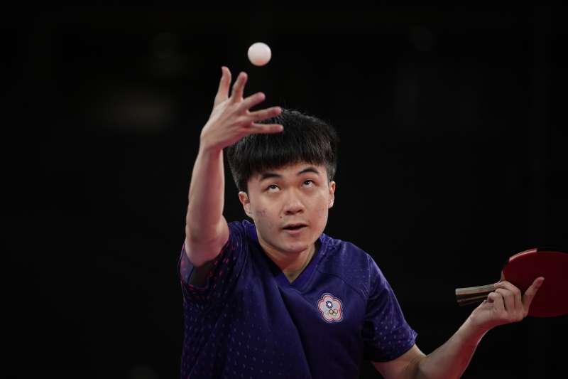 2021年7月28日,台灣代表隊桌球選手林昀儒出賽,直落4擊敗斯洛維尼亞選手,闖進東京奧運男單4強。(美聯社)