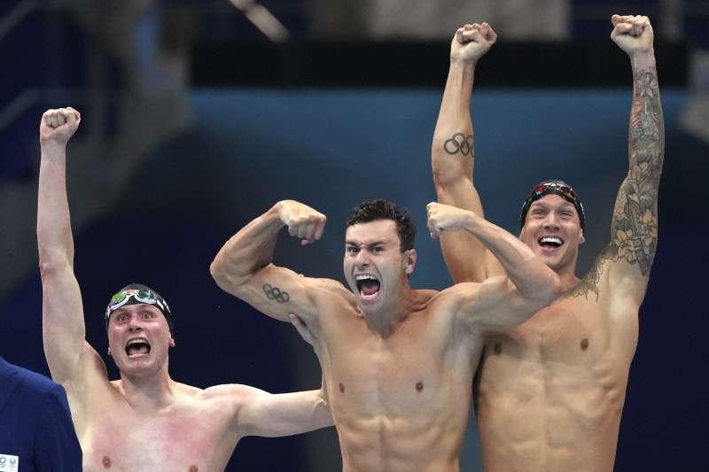 2021日本東京奧運:美國游泳選手裴洛尼(Blake Pieroni)和德雷索(Caeleb Dressel)手臂上都有奧運五環刺青(AP)