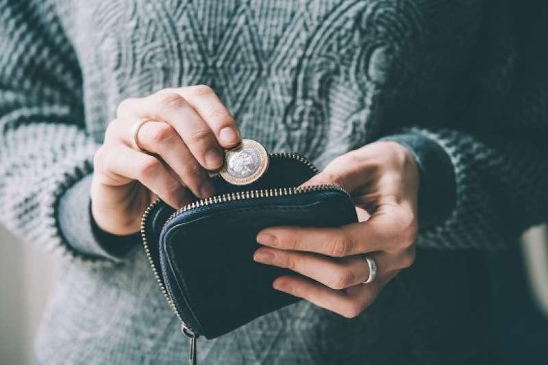 想成為有錢人,《習慣致富:成為有錢人,你不需要富爸爸,只需要富習慣》提供了必須養成的30個富習慣。(圖 / 取自小花平台)