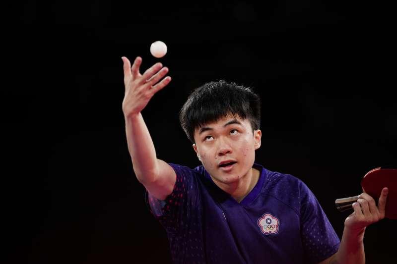 2021年7月29日,東京奧運台灣代表隊桌球選手林昀儒出賽對戰中國選手樊振東,最終不幸落敗。(美聯社)