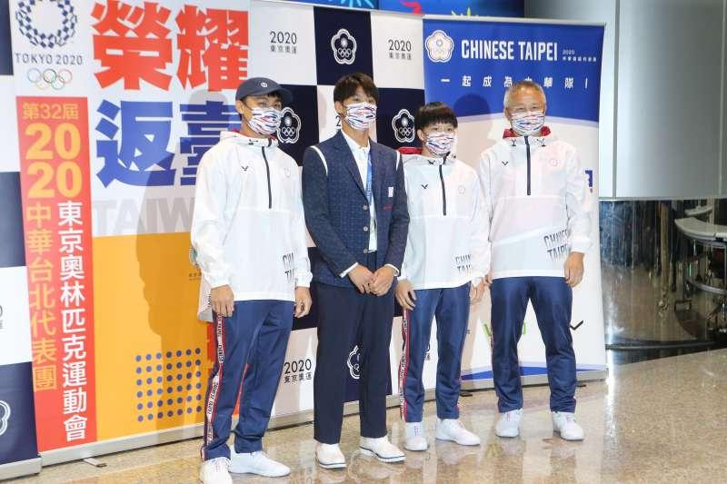 20210729-東奧台灣柔道代表隊日前歸國。圖為蔡明諺陪練員(左起)、楊勇緯選手、林真豪選手及劉文等教練。(體育署提供)
