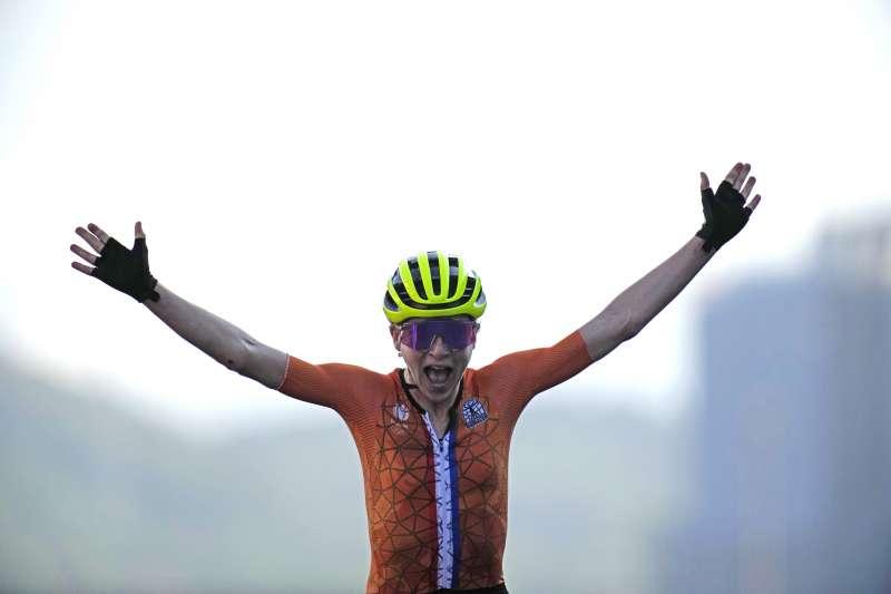 2021日本東京奧運:荷蘭自行車選手范福露騰(Annemiek van Vleuten)(AP)