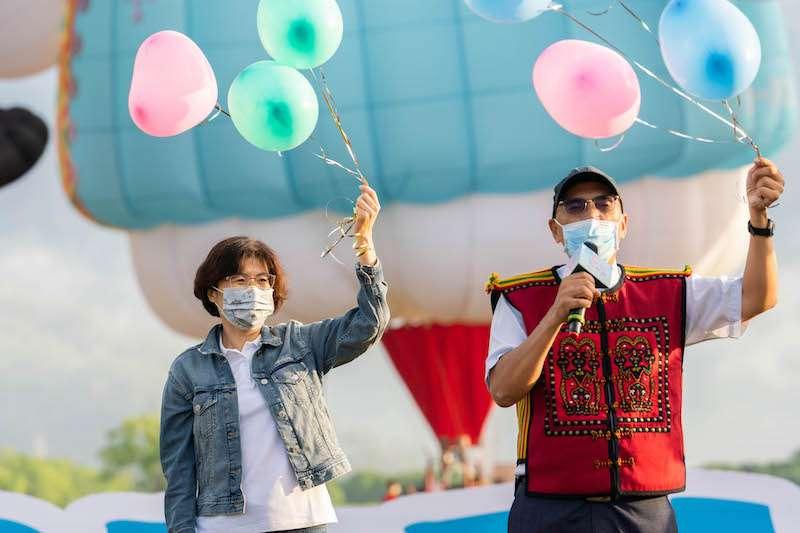 台糖池上牧野渡假村舉辦「FLY FOR TAIWAN為臺灣而飛」活動,期盼為疫情帶來正能量。(圖/台東縣交通及觀光發展處提供)