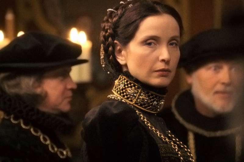 17世紀,有一名伯爵夫人—巴托里·伊莉莎白(Báthory Erzsébet),她與四名僕人被指控在城堡中虐殺了數以百計的無辜少女。(圖/取自IMDb)