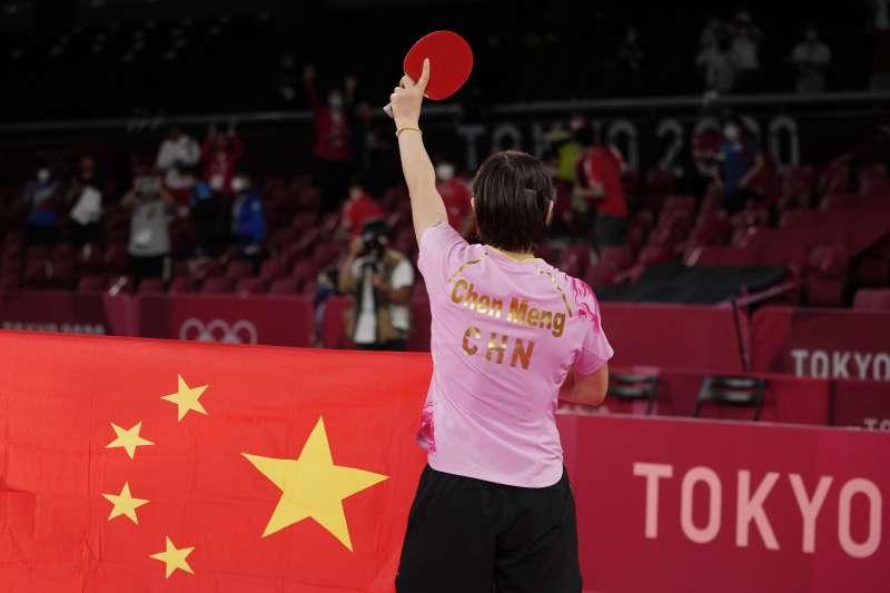 圖為中國桌球運動員陳夢在東京奧運女單項目奪下金牌。(AP)