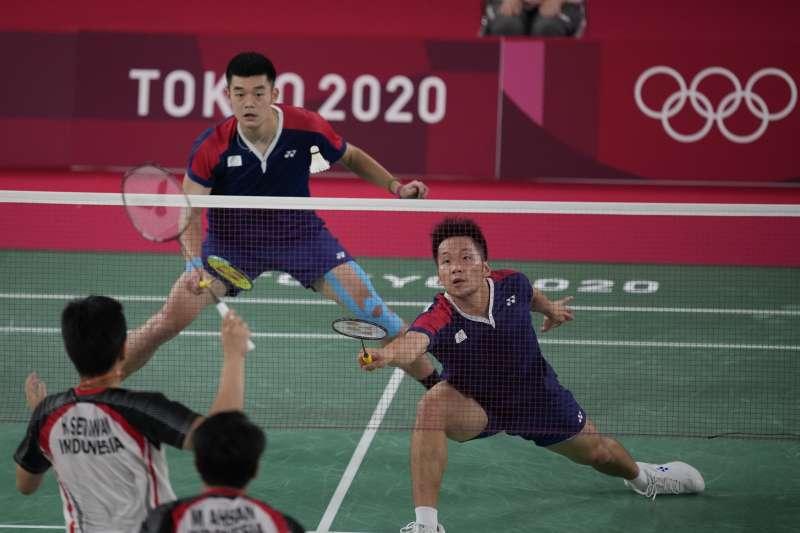 2021年7月30日,東京奧運,台灣代表隊羽球男子雙打王齊麟、李洋擊敗日本,闖進4強(AP)