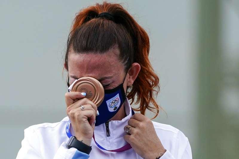 歐洲迷你國「聖馬利諾」的射擊女將佩瑞莉在不定向飛靶項目勇奪銅牌。(AP)
