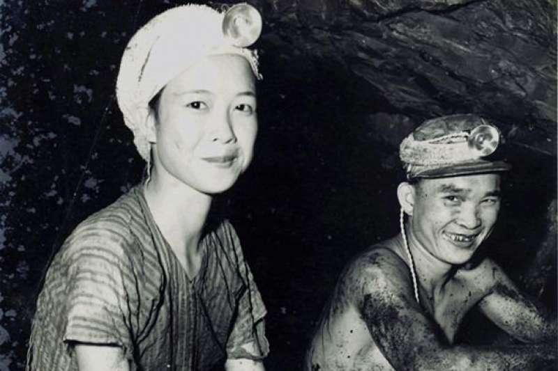 猴硐曾經存有礦工,幾位老礦工們透過口敘歷史,分享他們的血與淚。而最初礦工並無男女之分,直到民國53年後才規定女性不得進入工作。(周朝南先生提供)