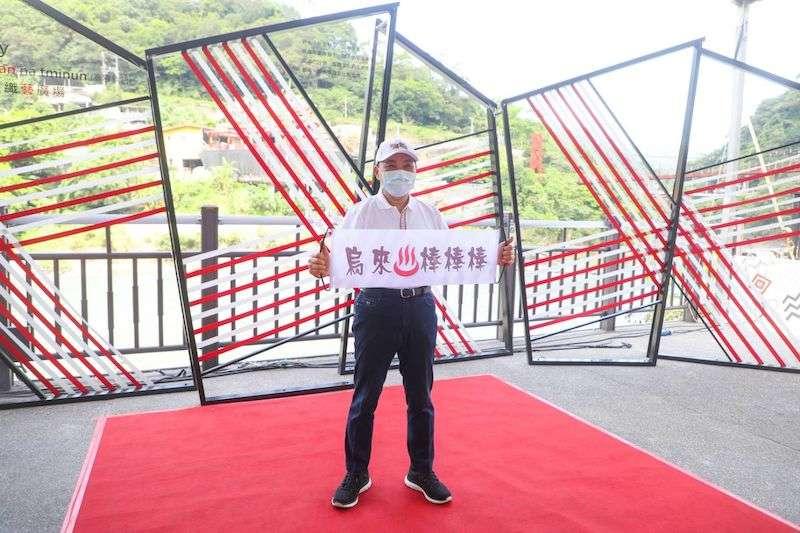 新北市長侯友宜非常擔心市民報復性的旅遊,呼籲市民保持低度活動做好防疫。(圖/新北市新聞局提供)