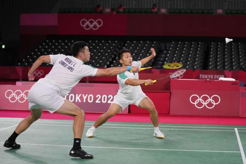 台灣羽球男雙史上最強組合王齊麟(左)與李洋。(美聯社)