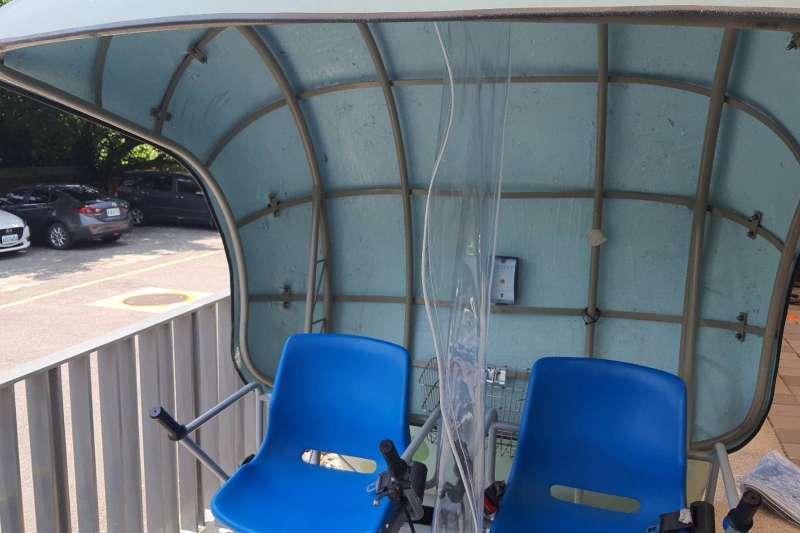 深澳鐵道自行車將從8月3日起開放,同樣採預約制、實聯制,座位中間都加裝隔板,陌生人不得併車。(圖/新北市觀旅局提供)