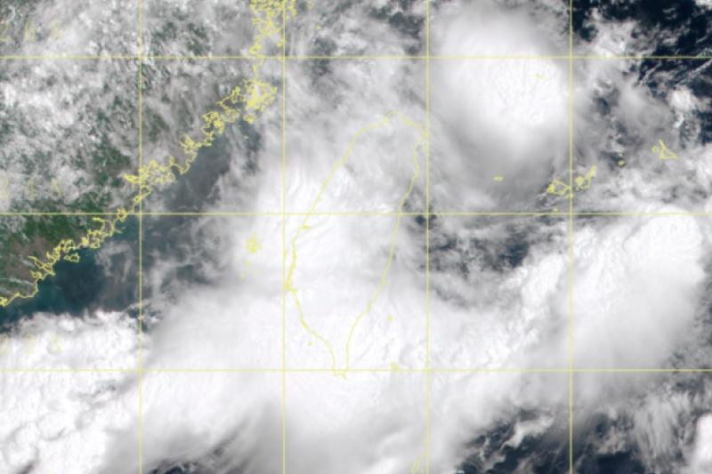 西南季風持續影響,氣象專家吳德榮表示西南部長達半個多月的多雨型態,本月中旬起才可望獲得改變。(取自中央氣象局)