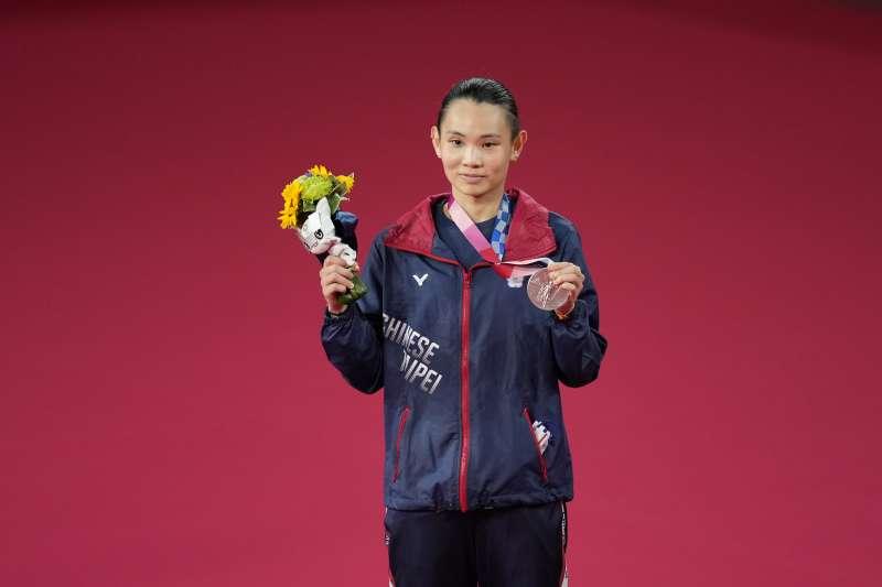 2021年8月1日,東京奧運,台灣羽球天后戴資穎勇奪女子單打銀牌,她深夜發文一則小故事暖哭網友。(圖/AP)
