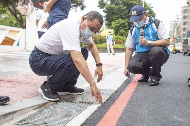 市長侯友宜強調,新埔國中通學廊道改善完工後,市民可享用優質的步行環境,提昇社區生活品質,讓城市更進步。(圖/新北市工務局提供)