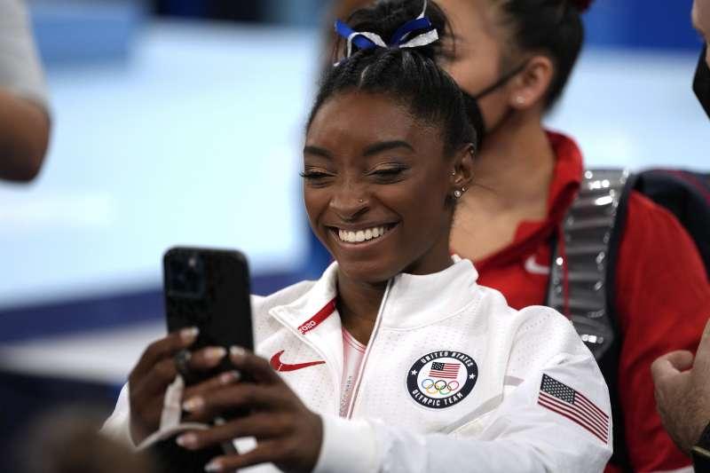 2021年8月3日,東京奧運,美國女子體操選手拜爾斯(Simone Biles)參加平衡木項目(AP)