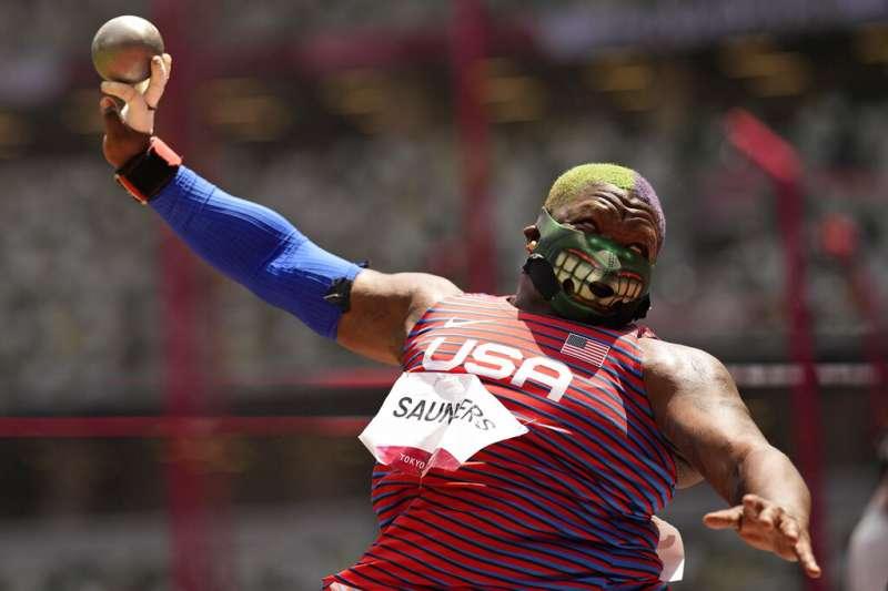 美國鉛球選手桑德斯(Raven Saunders)。(美聯社)