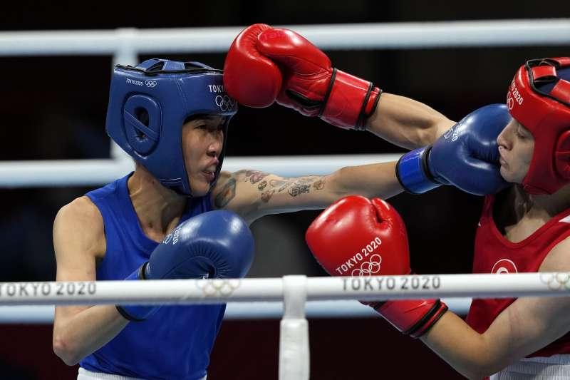 2021年8月4日,東京奧運,台灣代表隊拳擊選手黃筱雯出賽,對上土耳其選手薩克洛盧(Buse Naz Cakiroglu),力戰落敗,拿到銅牌。(美聯社)