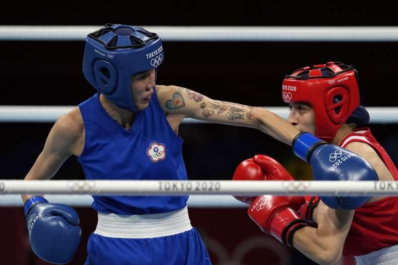 2021年8月4日,東京奧運,台灣代表隊拳擊選手黃筱雯出賽,對上土耳其選手薩克洛盧(Buse Naz Cakiroglu),力戰落敗,拿到銅牌(AP)