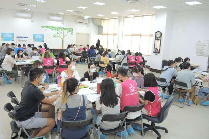 109年起新北推青年公民審議,邀青年討論並產出青年就創業政策建議。(圖/新北市勞工局提供)