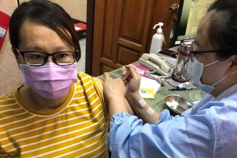 屏東縣政府響應2021年國際哺乳週呼籲準媽媽施打疫苗 。(圖/屏東縣衛生局提供)