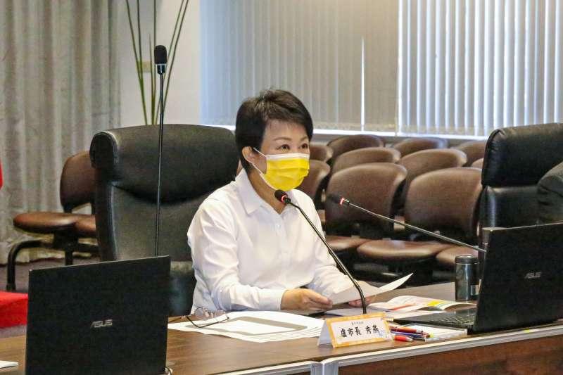 台中市長盧秀燕在4日的防疫會議中呼籲衛福部加強行政效率,加速核撥相關經費予各醫療院所。(圖/台中市政府提供)