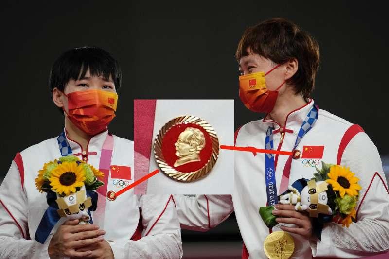 中國運動員鮑珊菊、鐘天使在領獎時,因為毛澤東頭章引發爭議。(美聯社)