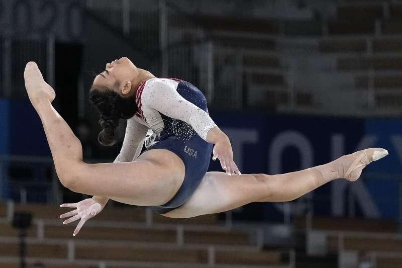 2021日本東京奧運:美國苗族蒙裔體操選手蘇妮薩‧李(Sunisa Lee)贏得金牌(AP)