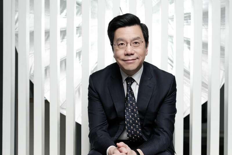 創新工場董事長兼執行長李開復指出,「未來20年,人類的食衣住行都被AI覆蓋,工作的定義將改變。」 (天下文化提供)