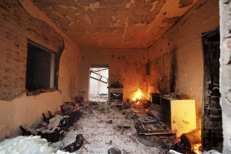 8月4日,希臘雅典附近的埃維亞島一棟房子被燒毀(美聯社)