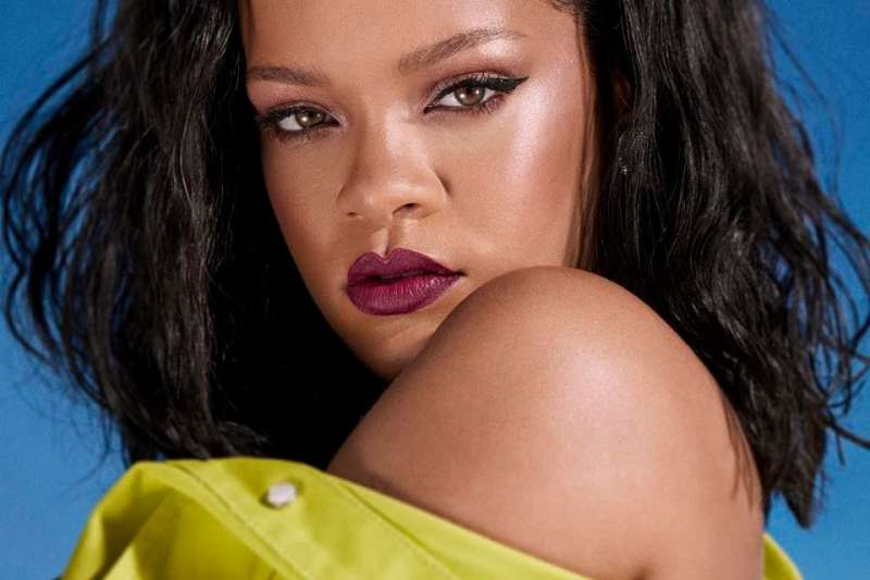 根據《富比世》,美國流行音樂天后蕾哈娜(Rihanna)為目前全世界最富有女音樂家、第二有錢女藝人。(取自蕾哈娜Facebook)