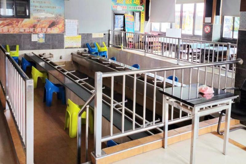 高市有條件開放釣魚蝦場復業,內用需比照餐飲指引架隔板、保持1.5公尺距離。(圖/高雄市政府經發局提供)