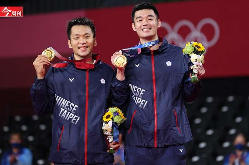 「2020東京奧運」世界排名第3、男子羽球雙打搭檔王齊麟與李洋的「麟洋配」,最後關鍵壓線球擊敗中國隊奪金,刷新台灣奧運羽球史新紀錄。(圖/今周刊提供)