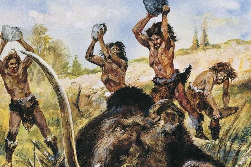 考古學家發現以前人類製有石製拋射武器,和凹槽矛頭。這些矛頭和絕種的冰河時期動物群有關,有些矛頭甚至深埋在動物的肋骨間。(資料照,取自Pinterest)
