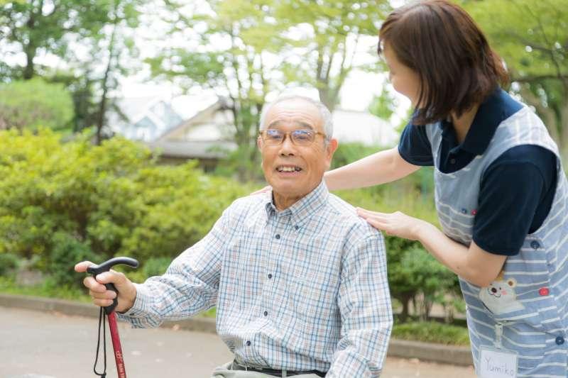 內政部公布,國人的平均壽命為81.3歲,其中男性78.1歲、女性84.7歲,皆創歷年新高。(圖/取自pakutaso)