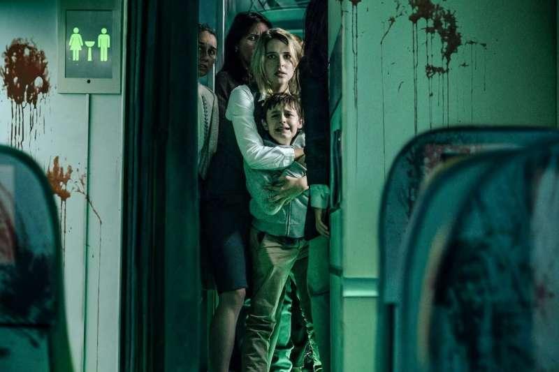 Netflix原創驚悚電影《血色天劫》才上架便登上全球排行榜冠軍。(圖/取自imdb官網)