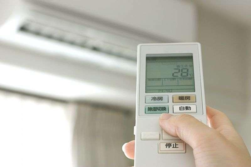 冷氣這樣做更快降溫?其實超級耗電!(示意圖/取自photo-ac)