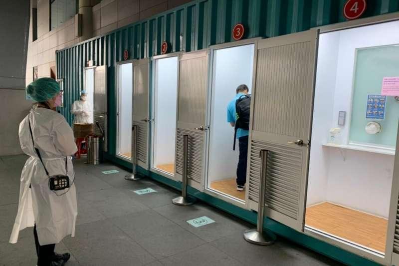 把關國門,嚴守「防疫不降級」,桃園機場自今年7月2日起對入境旅客全面進行PCR篩檢。(圖/桃園機場篩檢站)